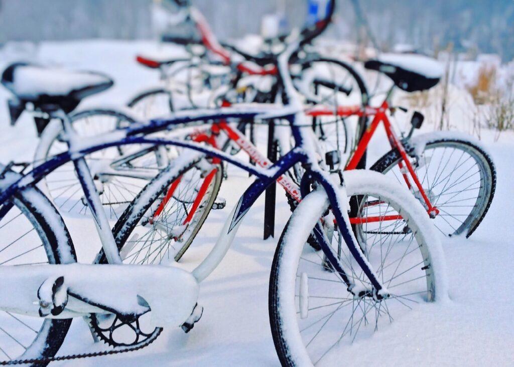 Fahrräder Schnee Winter